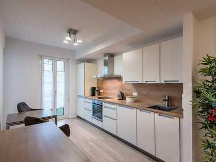 Stilvolle, neuwertige, komplett möblierte 3,5-Zimmer-Wohnung mit Balkon in München-Milbertshofen