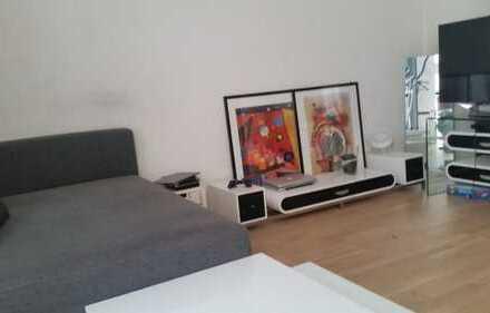 Voll möblierte neuwertige 2-Zimmer-EG-Wohnung mit Terrasse zum Innenhof in der Au
