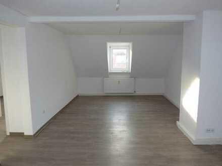 Raumwunder**schöne, frisch renovierte, 3 Raum-Wohnung in zentraler Lage**