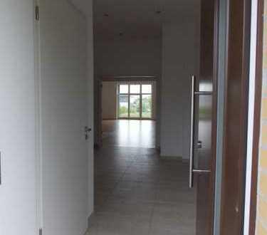 Exklusive Mietshaus mit 5 Zimmern auf 2 Etagen *Terrasse // *Garten // *3 Bäder