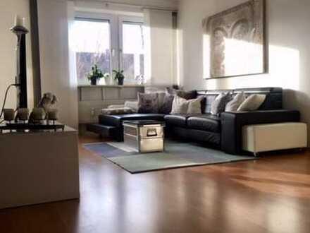 Exklusive 3,5-Zimmer-Wohnung mit Loggia und EBK am Lerchenauer See, Lerchenau, München
