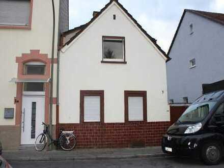 Kleines Haus mit Hof, renovierungsbedürftig in guter Lage in LU Friesenheim