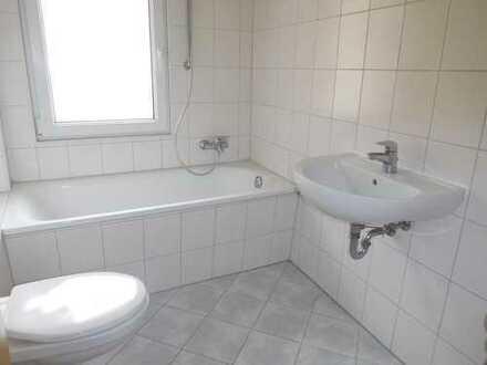 2 Zimmer-Wohnung mit Wannenbad und Balkon....