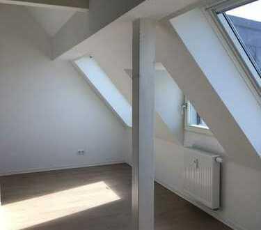 Schöne Dachgeschosswohnung mit offenem Dachstuhl