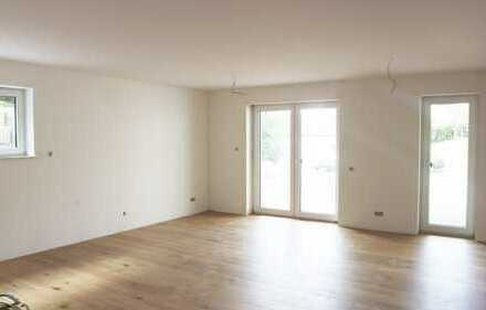Frankfurt - Nieder-Erlenbach: NEUBAU Haus im Haus Charakter - 4 Zimmer Maisonette Whg. mit Garten