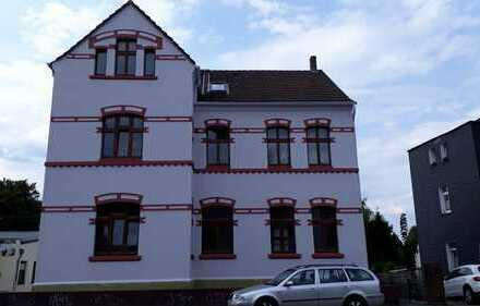 Sanierter Altbau: 4-Zimmer-Dachgeschosswohnung mit Balkon