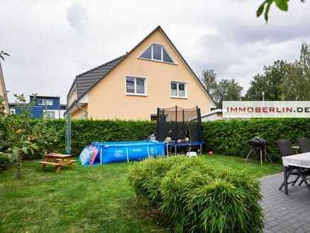 IMMOBERLIN: So gut wie neu! Helle Doppelhaushälfte mit Südwestgarten