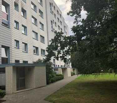 Gut geschnittene 2-Zimmer-Wohnung mit schönem Ausblick und verglastem Balkon
