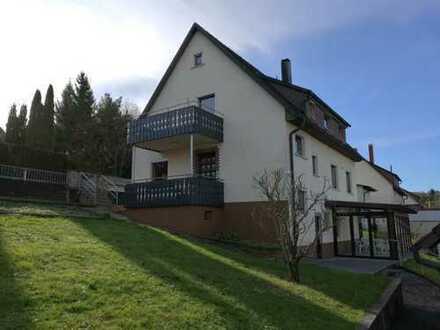 Modernisierte 3-Zimmer-Dachgeschosswohnung mit Balkon und EBK in Grafenau
