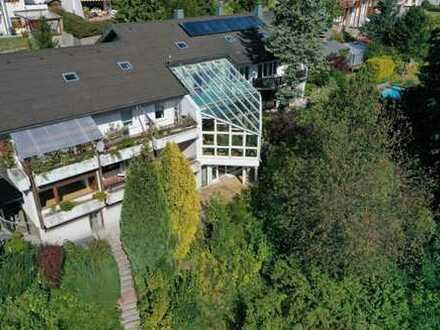 Attraktives, repräsentatives Anwesen mit Garagenhaus