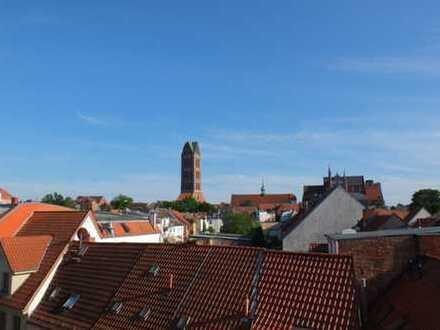 Altstadt + am Hafen + Dachterrasse mit Panoramablick + separater Speicher + ruhig - mit Potential !