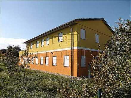 Moderne Büro-Praxisflächen mit großer Wohnung... Freundliches Haus in ruhiger Lage...