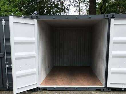 Gesicherter 20 ft Lagercontainer in abgeschlossenem und beleuchteten Gebäude.