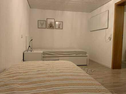 Modernisierte 2-Zimmer-Wohnung möbliert und mit Einbauküche in Weingarten (Baden)