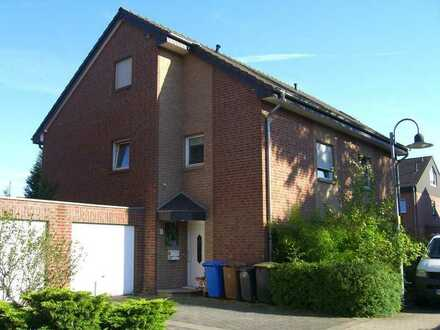 Lintorf: Großzügige Doppelhaushälfte
