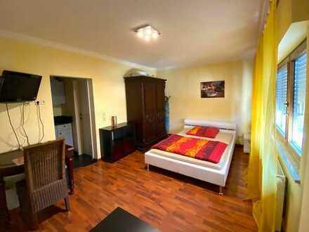 Voll eingerichtete, exklusive 1-Zimmer-Wohnung mit EBK