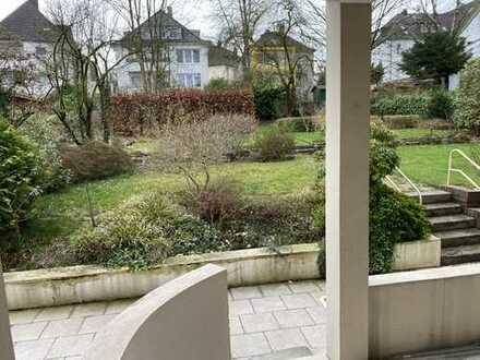 Erstbezug nach Sanierung: ansprechende 3,5-Zimmer-Hochparterre-Wohnung mit Garten