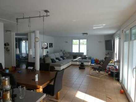 Schöne gepflegte 5-Zimmer-EG-Maisonette-Wohnung mit großem Garten