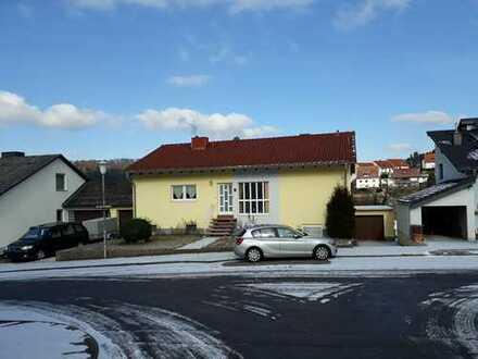 Charmantes Zweifamilienhaus in Waldfischbach-Burgalben mit unverbaubarem Blick, Südpfalz