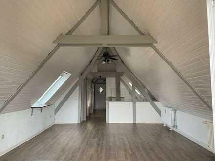 Trendige 2-Zimmer-DG-Wohnung mit Balkon