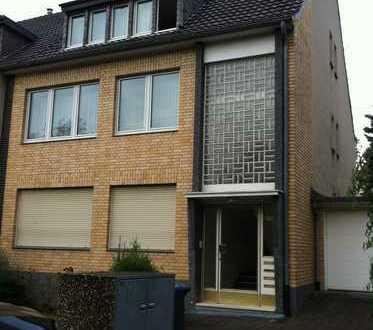 Schöne 5-Zi. Wohnung mit Gartenteil in D-Himmelgeist in direkter Uninähe, Grünlage, nah zum Rhein!