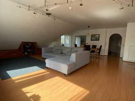Wunderschöne, helle, ruhige 4 Zimmer Wohnung mit Wintergarten
