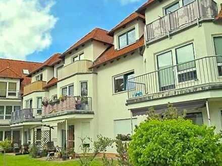 Hübsche cosy/ moderne 1,5 Zimmer-Wohnung mit Balkon und kleiner EBK.