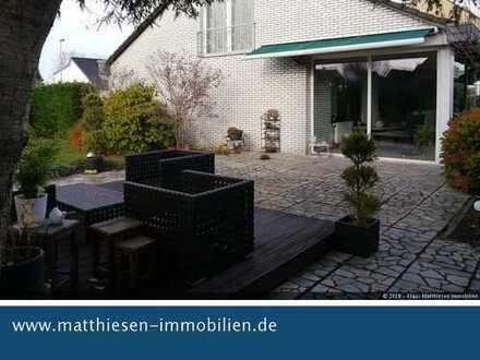 EFH freistehend mit großem Grundstück, Wintergarten, Doppelgarage, in bester Ausstattung