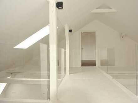Traumhafte Dachgeschoss-Maisonette mit sonniger Loggia und Aufzug!