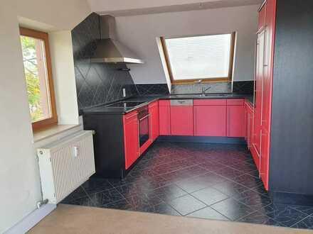 Preiswerte, geräumige und gepflegte 2,5-Zimmer-Dachgeschosswohnung mit EBK in Zellertal