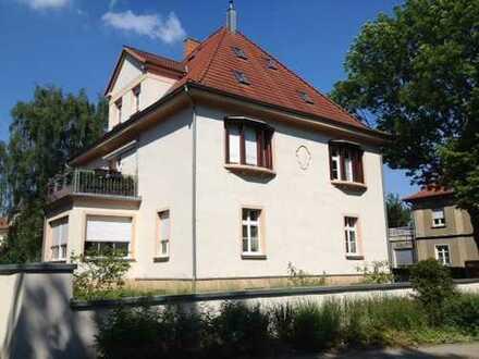 Wunderschöne Erdgeschosswohnung mit EBK in exklusiver Villa in ruhiger Lage am Stadtpark