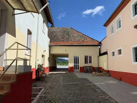 Rentables Altbau-Haus mit Blick auf die Weinberge