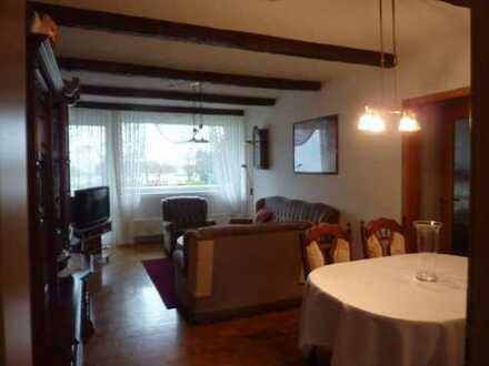 3 Zimmer Wohnung mit großer Loggia und Gartennutzung!