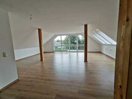 *Große & extravagante 4-Raum Familienwohnung mit zwei Balkonen & extra Dachterrasse*