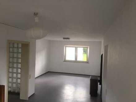 Helle, schön geschnittene Wohnung in Stadtrandlage mit Stellplatz