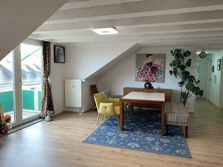 Provision frei, Sanierte 3-Zimmer-DG-Wohnung mit Balkon und EBK in Herzogenaurach 700m von Puma