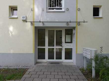 schön geschnittene 3 Zimmer Wohnung mit Balkon ab sofort vermietbar !