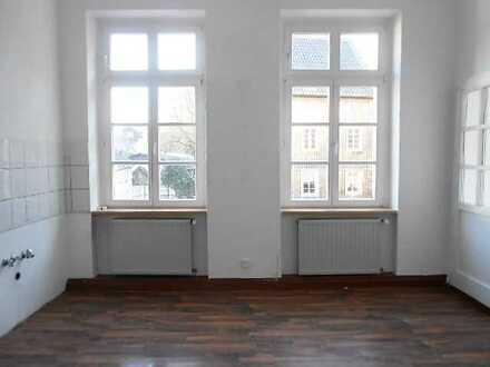 Treten Sie ein in eine charmate Altbauwohnung auf ca. 103 m² mit Balkon und schöner Aussicht!!!