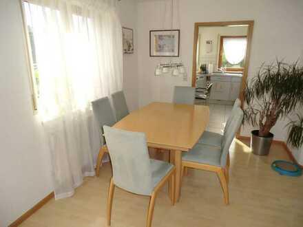 Helle, hochwertige und wunderschöne 2,5 Zimmer Etagenwohnung in Ortenberg