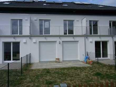 Modernes Reihenmittelhaus mit fünf Zimmern in Augsburg (Kreis), Langweid am Lech