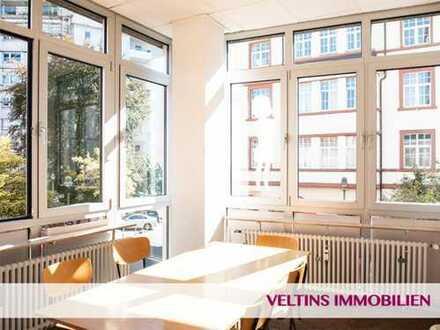 F-Bergerstraße: Helle, charmante, Gewerbefläche mit 6 Zimmern, Fahrstuhl und Parkplätzen