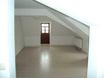 Geräumige 2-Zimmer-Dachgeschosswohnung in Scheibenberg