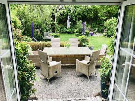 DHH mit einem wunderschönen Garten!