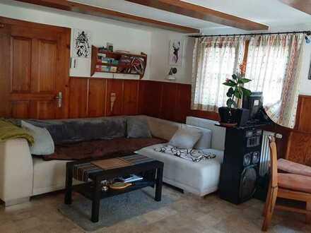 kleines WG Zimmer in charmant renoviertem Altbau