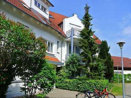 Schöne DG-Wohnung mit Balkon Nähe Landratsamt und Einkaufszentrum Milchwerk inkl. TG-Stellplatz