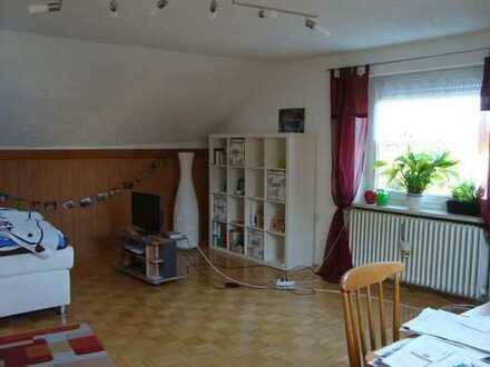 Ruhige 1-Zimmer-Dachgeschosswohnung mit Einbauküche in Königsbrunn