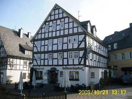 Wohnung für eine kleine Familie direkt am Marktplatz mit WBS
