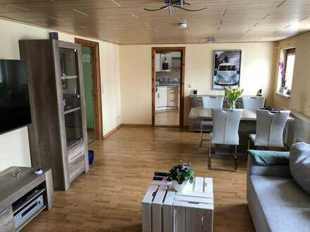 Schöne helle und modernisierte 2-Zimmer-DG-Wohnung mit Einbauküche in Siebenlehn