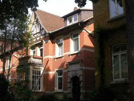 2-Zimmer-DG-Wohnung mit Balkon im unteren Ostviertel