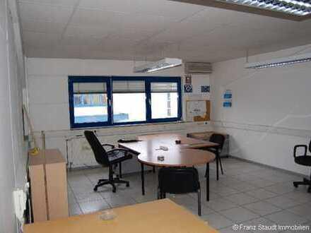 Möblierter Büroraum mit Küche und WC in Kleinostheim